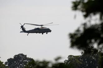 Вертолет с президентом США Дональдом Трампом перед встречей политика с королевой Великобритании Елизаветой II в Виндзорском замке, 13 июля 2018 года
