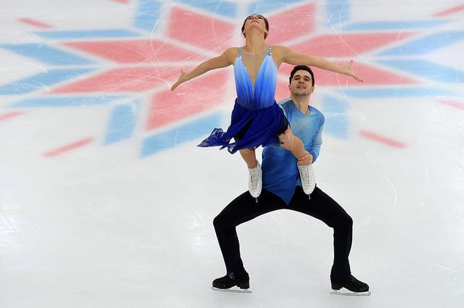 Софья Евдокимова и Егор Базин ыступают в произвольной программе танцев на льду на чемпионате России по фигурному катанию в Саранске