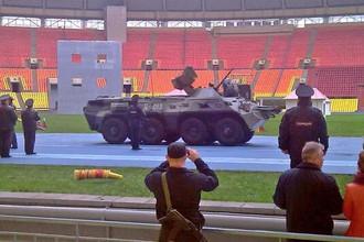 Полиция оккупировала «Лужники»