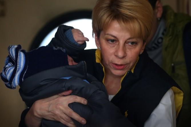 30 октября 2014 года. Елизавета Глинка (Доктор Лиза) с ребенком в вагоне поезда Донецк – Москва на Курском вокзале