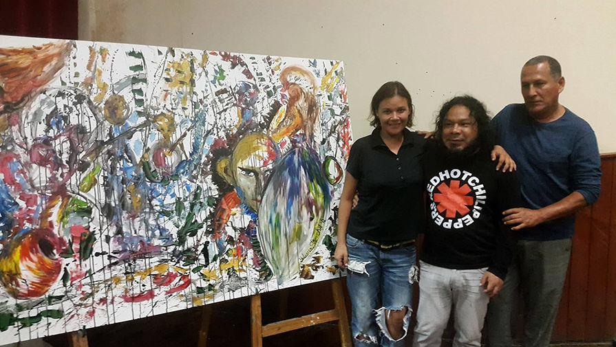 Слева направо: автор, Джузеппе (художник из Перу), Иво Укийас (известный на все Манаби скульптор...