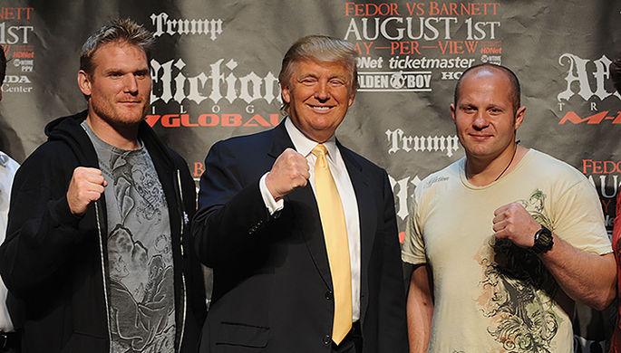 Этот бой Федора Емельяненко и Джона Барнетта (слева) при организации Дональда Трампа не состоялся: у американского бойца нашли допинг, и вскоре Affliction закрылась.