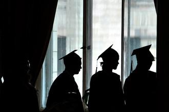 Выпускники университета на церемонии вручения дипломов в МГУ, 2012 год