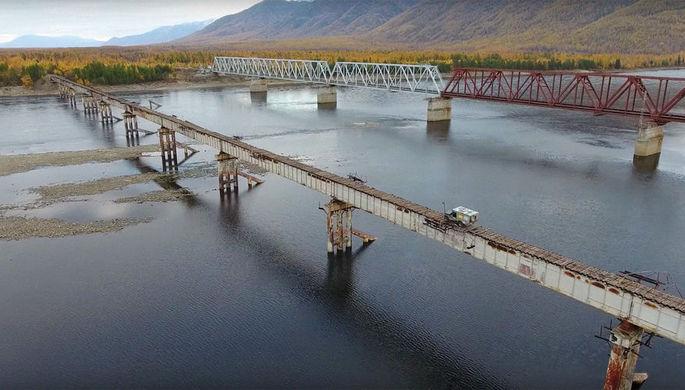Пересечение моста через реку Витим, 2016 год. Кадр из видео