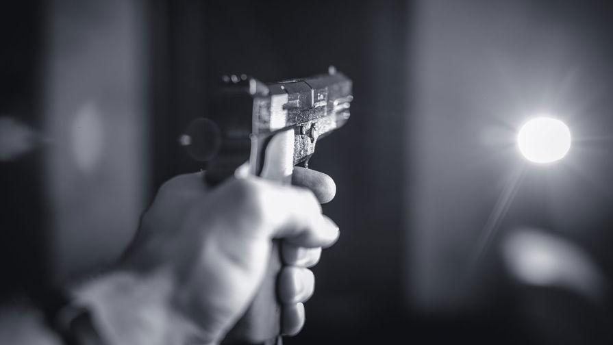 Мужчина открыл стрельбу у клуба в Петербурге