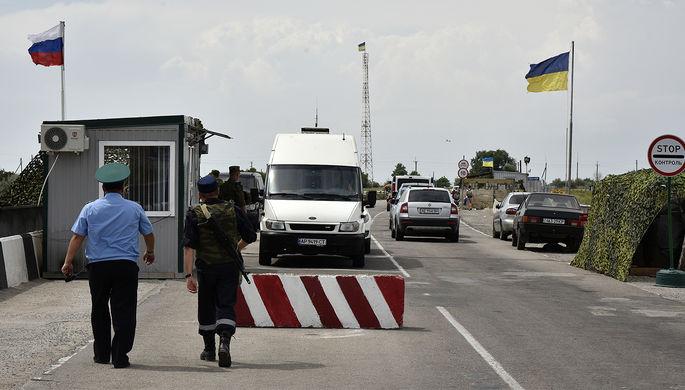 Автомобили на пункте пропуска «Джанкой» на границе России и Украины, 2016 год