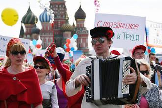Участники первомайской демонстрации на Красной площади в Москве, 2017 год