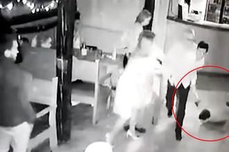 Не понравилась музыка: в кафе Кировска зарезали диджея