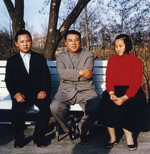 Ким Ир Сен и его дети Ким Чен Ир и Ким Гён Хи, снимок 1963 года