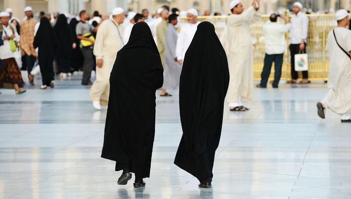 Старые порядки: в Саудовской Аравии спорят из-за никаба