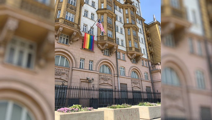 Показали себя: Путин о флаге ЛГБТ в посольстве США