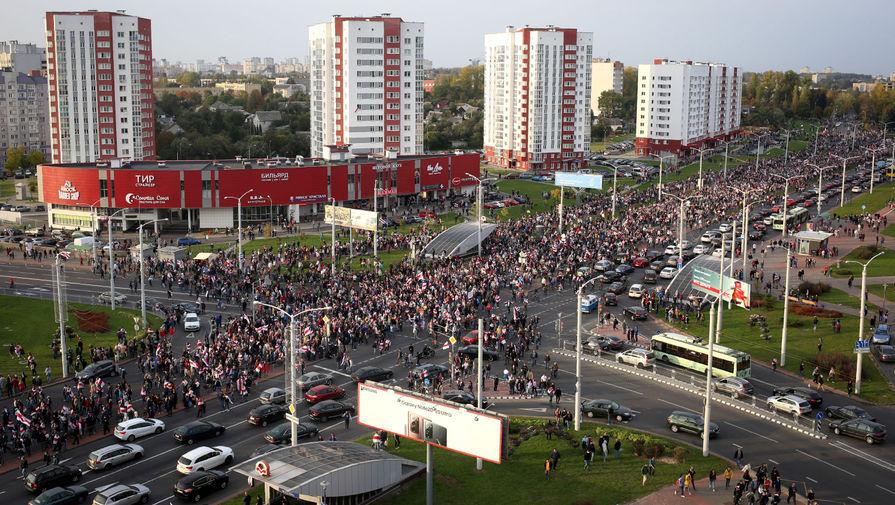 Участники марша «За свободу политзаключенных» в Минске, 4 октября 2020 года