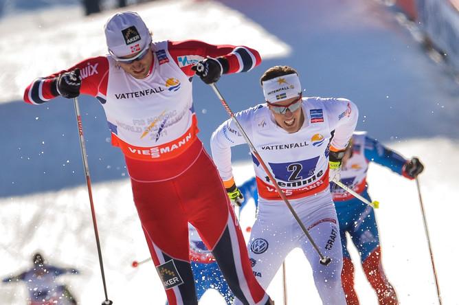 Норвежец Петтер Нортуг бежал за команду на заключительном этапе и принес ей победу