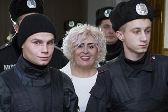 Экс-мэр Славянска Нелли Штепа перед заседанием суда. Нелли Штепа обвиняется в посягательстве на территориальную целостность и неприкосновенность Украины