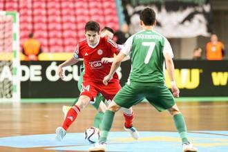 Футболисты «Дины» (в зеленой форме) не смогли справиться с атаками «Кайрата»