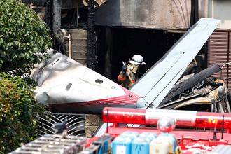 На месте крушения легкомоторного самолета в жилом районе города Тёфу