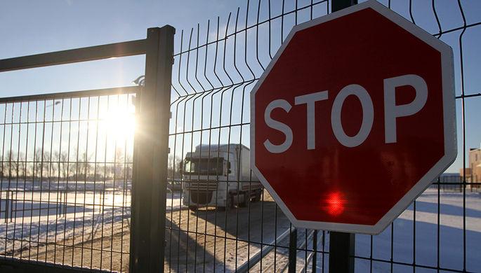 Микроавтобус прорвался из Финляндии в Россию
