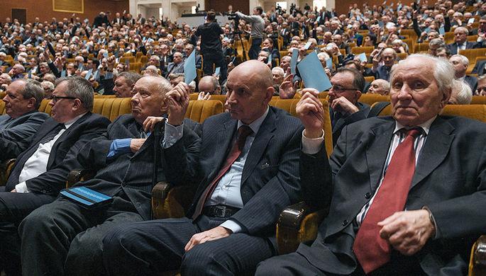 Участники на общем собрании Российской академии наук в Москве, 20 марта 2017 года