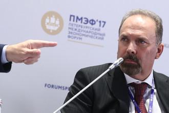 Министр строительства и ЖКХ России Михаил Мень во время панельной сессии в рамках Петербургского международного экономического форума, 1 июня 2017 года