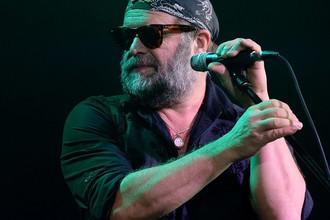Лидер группы «Аквариум», музыкант Борис Гребенщиков выступает на своем юбилейном концерте на сцене Arena Moscow в Москве