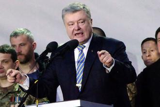 Президент Украины Петр Порошенко во время митинга в Черкассах в рамках предвыборного турне по городам Украины, 9 марта 2019 года