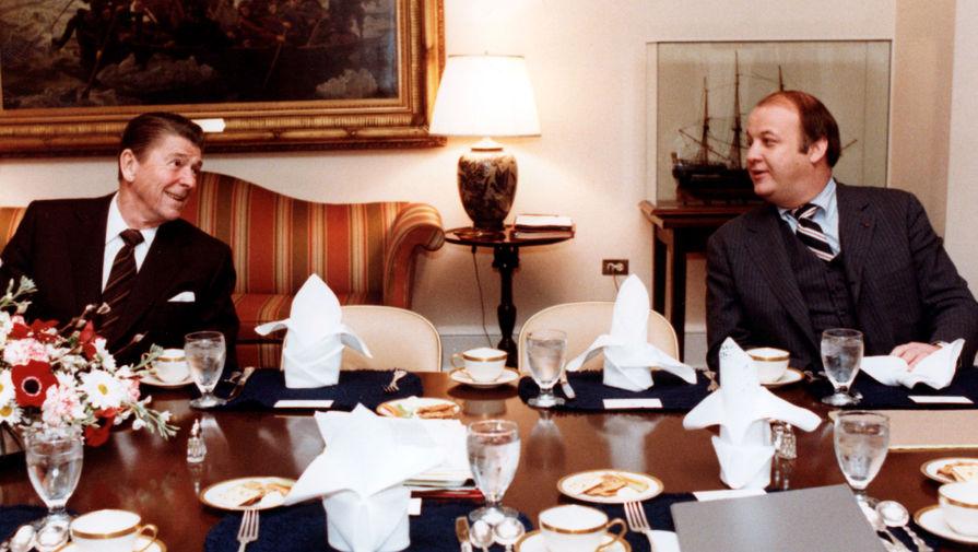 Президент Рональд Рейган и пресс-секретарь Белого дома Джеймс Брейди