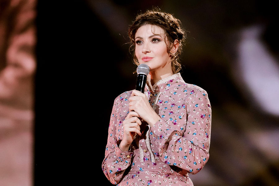 Актриса Анастасия Макеева рассказала, что ее ипотеку погасили родители-пенсионеры - Газета.Ru