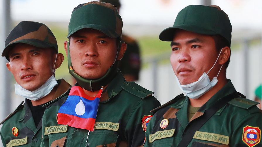 Учения и вертолеты: зачем Москве военное сотрудничество с Лаосом