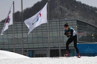 Российская биатлонистка Михалина Лысова на трассе гонки на дистанции 6 км в соревнованиях по биатлону среди слабовидящих