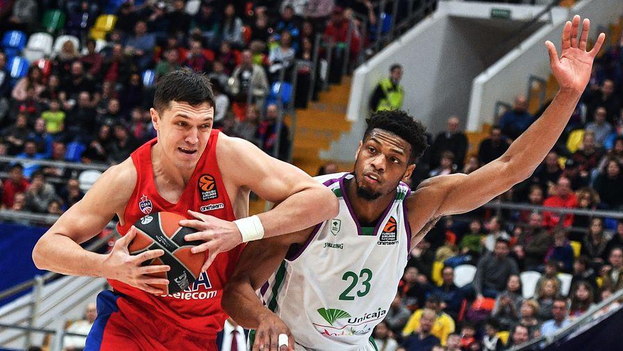 Баскетболист ЦСКА Семен Антонов и форвард «Уникахи» Джефф Брукс