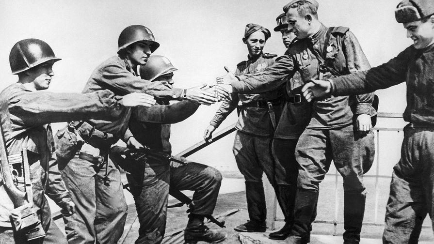 Встреча на Эльбе советских и американских военнослужащих, 1945 год