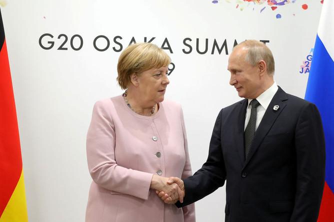 Канцлер Германии Ангела Меркель и президент России Владимир Путин во время встречи на полях саммита G20, 29 июня 2019 года