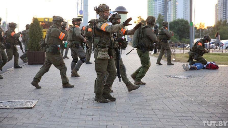 Силовики применили резиновые пули к протестующим в Минске и Бресте ...
