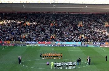 Перед матчем футболисты почтили память Дина Ричардса