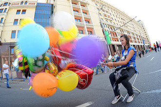 На майские праздники власти обещают москвичам много куличей, представлений и солнца