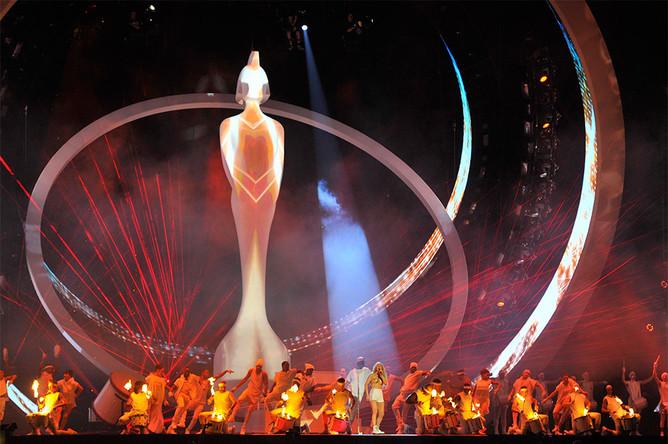 Певица Элли Голдинг во время выступления на церемонии вручения музыкальных наград Brit Awards в Лондоне