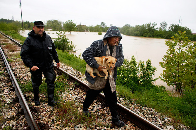 Эвакуация жителей города Лазареваца