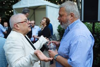Политолог Глеб Павловский и главный редактор «Новой Газеты» Дмитрий Муратов на церемонии празднования Дня независимости США в Москве