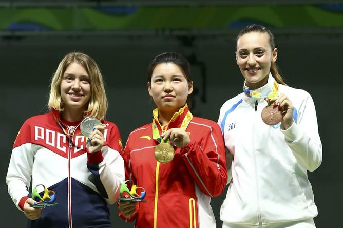 Россиянка Виталина Бацарашкина завоевала серебро на соревнованиях Олимпийских игр — 2016 по стрельбе из пневматического пистолета с 10 м. Первое место осталось за китаянкой Чжан Мэнсюэ. Бронза досталась представительнице Греции Анне Коракаки