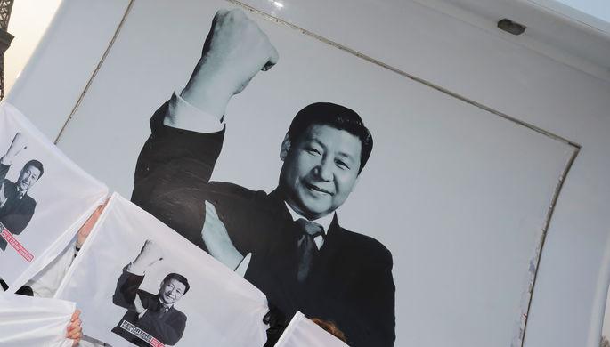 Плакат с изображением Си Цзиньпина