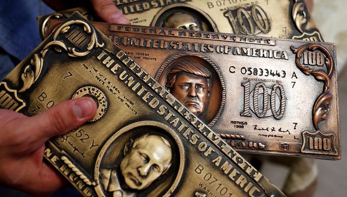 Фальшивые купюры с изображением президентов России и США Владимира Путина и Дональда Трампа, август 2017 года