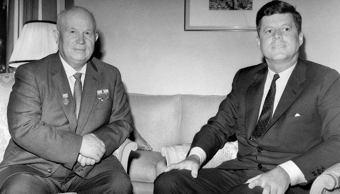 Первый секретарь ЦК КПСС Никита Сергеевич Хрущев и президент США Джон Кеннеди (слева направо) во время встречи во дворце Шенбрунн, 4 июня 1961 года