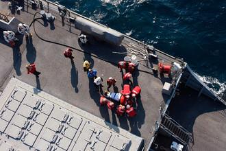 Последствия столкновения контейнеровоза под флагом Филиппин с эсминцем США Fitzgerald