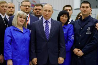 Владимир Путин во время встречи с работниками ПАО «Объединенная двигателестроительная корпорация- Уфимское моторостроительное производственное объединение» («ОДК-УМПО») в Уфе, 24 января 2018 года