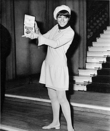 В 1966 году Мэри Куант получила Орден Британской империи