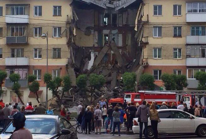 На месте обрушения дома в Междуреченске