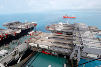 На трубоукладочном судне Pioneering Spirit, проводящее стыковку мелководной и глубоководной частей газопровода «Турецкий поток» в Черном море
