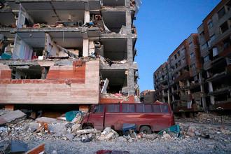 Последствия землетрясения в городе Сере-Поле-Зохаб на границе Ирана и Ирака, 13 ноября 2017 года
