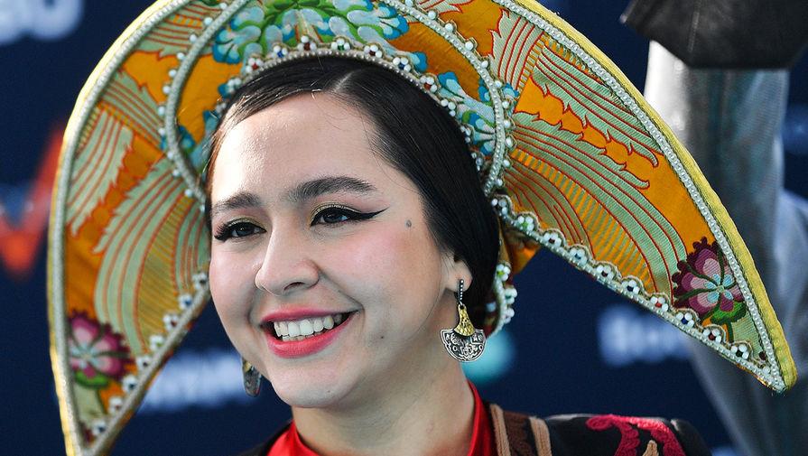 Певица Манижа (Россия) на бирюзовой ковровой дорожке перед началом церемонии открытия 65-го международного конкурса песни «Евровидение-2021» в круизном терминале Роттердама, 16 мая 2021 года