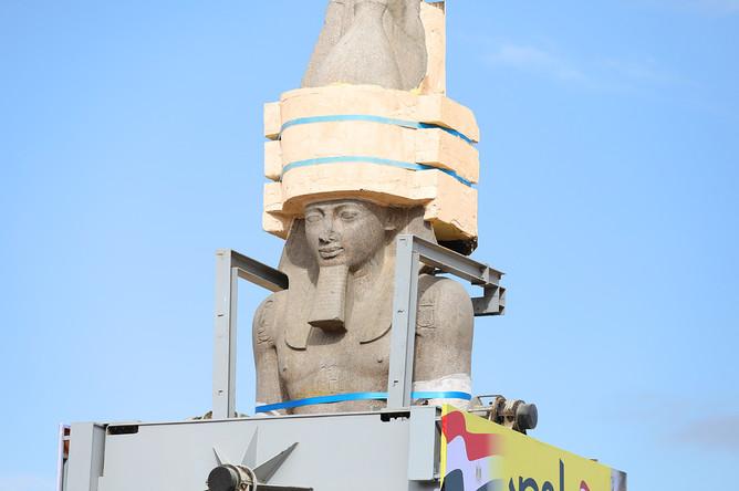 Во время переноса статуи Рамзеса II в Каире, 25 января 2018 года